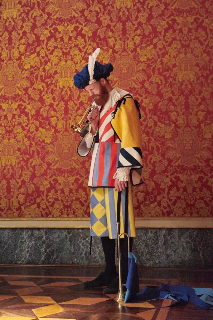 Ho Visto un Re, Palazzo Reale